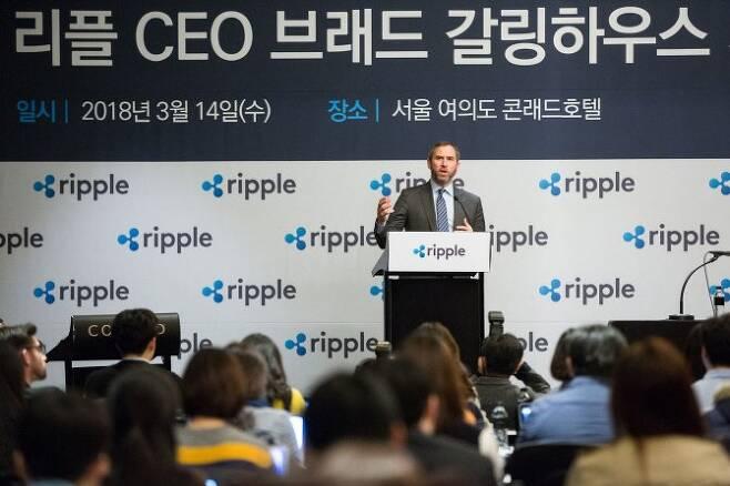 14일 서울 여의도 콘래드호텔에서 열린 '리플 CEO 브래드 갈링하우스 기자간담회'에서 갈링하우스 CEO가 기자들의 질문에 답하고 있다. 리플 제공