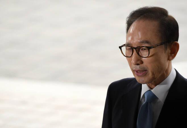 14일 검찰 출석한 이명박 전 대통령. 사진공동취재단