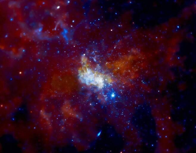 찬드라 X선 관측선이 촬영한 궁수자리 A*-위키피디아 제공