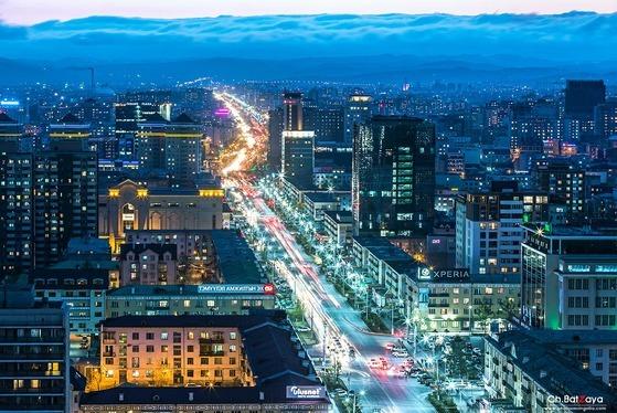 몽골의 수도 울란바토르 중심가의 야경. [사진 몽골관광국]