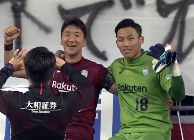 ▲ 정우영과 김승규(오른쪽) ⓒJ리그