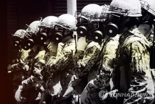 시민과 대치하는 5·18 계엄군 [5·18민주화운동기록관 공개 영상 캡처]