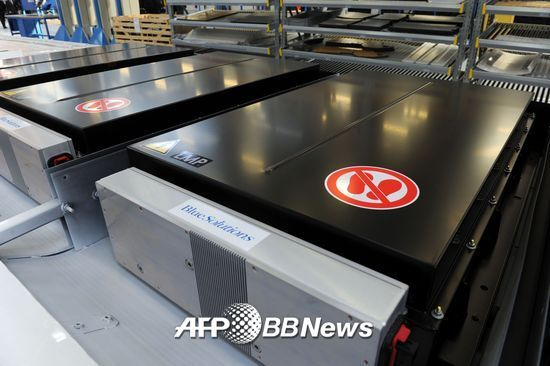 프랑스 전기차 대중교통 '블루버스'에 사용되는 리튬이온 배터리. /AFPBBNews=뉴스1