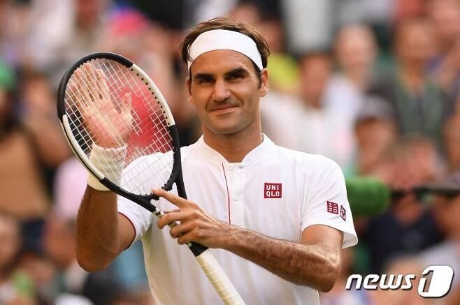 테니스 황제 로저 페더러가 윔블던 16강에 진출했다. © AFP=News1