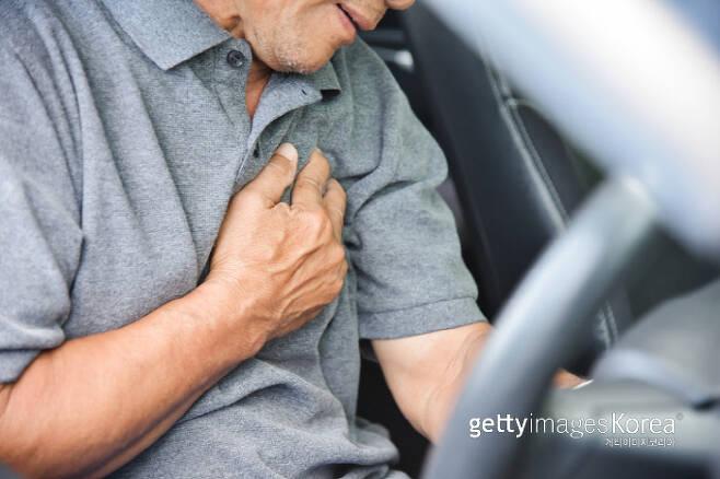 부산에서 고령자 교통사고 사망자를 줄이기 위해 운전면허 자진반납 인센티브 제도를 도입한다. 게티이미지뱅크