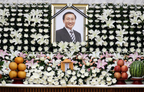 23일 오후 서울 서대문구 연세대 세브란스병원 장례식장에 고 노회찬 정의당 원내대표의 빈소가 마련됐다. 사진은 빈소 모습.