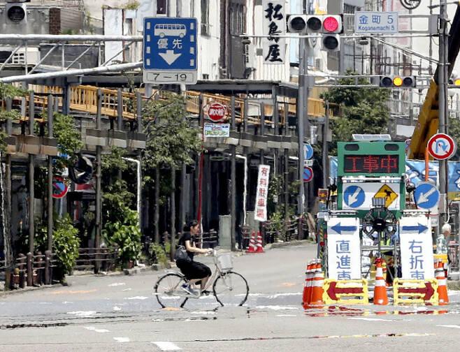 일본에 불볕더위가 이어지는 가운데 18일 오전 37도를 넘은 기후(岐阜)시내에 아지랑이가 피어오르고 있다. 연합뉴스,