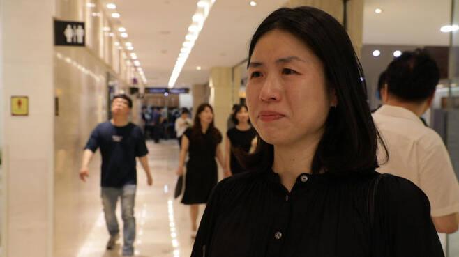 지난 24일 오후 서울 서대문구 세브란스병원 장례식장에 마련된 고 노회찬 의원 빈소를 찾은 시민 홍정민 씨가 인터뷰를 하고 있다.