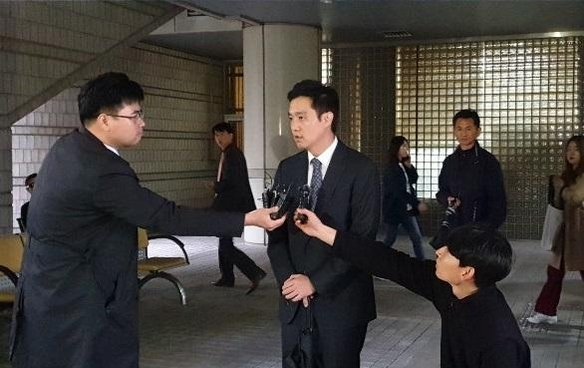 고(故) 백남기씨 유족의 명예를 훼손한 혐의로 1심에서 벌금 700만원을 선고 받은 전 MBC 기자 김세의씨가 판결이 있고 나서 기자회견을 하고 있다./박현익 기자