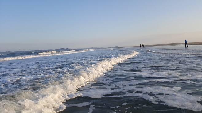 ▲ 마친 눈밭을 걷는 듯한 미아동해변