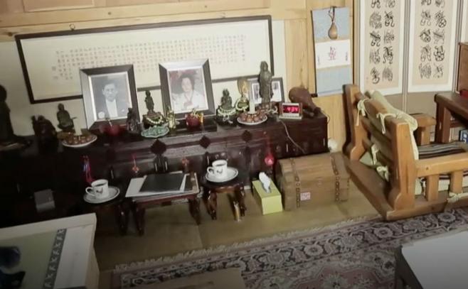지난해 7월 TV조선 '인생다큐 마이웨이'에 출연한 신성일은 자신의 폐암 원인이 향 때문일 것으로 추정했다. (마이웨이 화면)