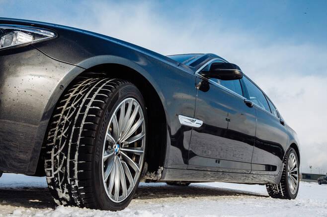 겨울용 타이어 장착 모습 /사진=한국타이어 제공