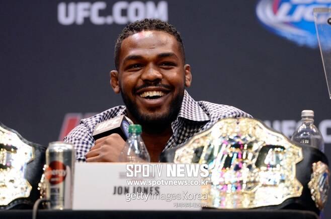 ▲ 데이나 화이트 UFC 대표는 존 존스(사진) 무죄를 확신하고 있다. 존스는 오는 30일(한국 시간) UFC 232에서 알렉산더 구스타프손과 라이트헤비급 타이틀을 놓고 주먹을 맞댄다. 이 경기를 포함한 메인카드 전 경기를 스포티비 온과 스포티비 나우에서 볼 수 있다. 같은 날 막을 여는 언더카드는 스포티비에서도 시청할 수 있다.