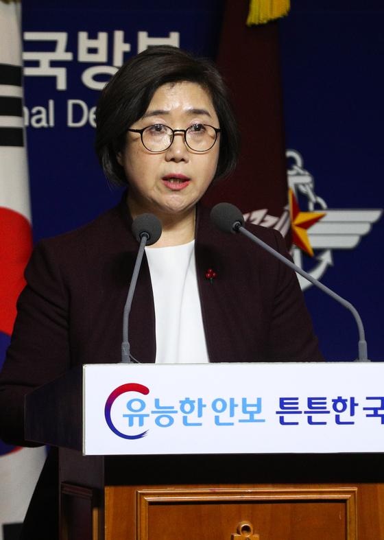 28일 오후 서울 용산구 국방부에서 최현수 국방부 대변인이 일본의 초계기 동영상 공개에 대한 국방부 입장을 발표하고 있다. / 사진 = 뉴스1
