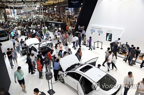 모터쇼장에 전시된 흰색 자동차 [연합뉴스 자료사진]