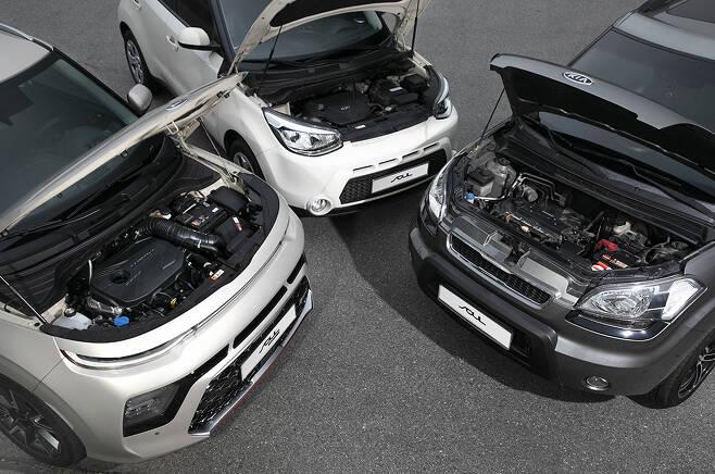 왼쪽부터 3,2,1세대. 배기량은 모두 같지만 연료분사방식과 흡기방식이 다르다.