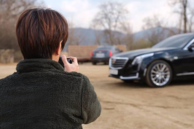 블로거 셔터의달인이 캐딜락 CT6 터보에 대한 만족감을 드러냈다.