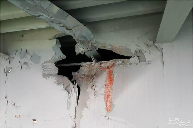 28일 부산 광안대교에 6천t급 화물선이 충돌해 하판 일부가 파손됐다. (사진=부산시 제공)
