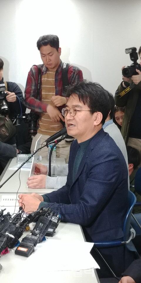 이덕선 한국유치원총연합회 이사장이 3일 서울 용산구 한유총사무실에서 기지회견을 열고 있다.(사진=신하영 기자)