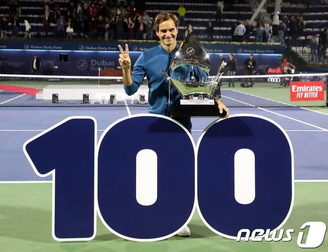 로저 페더러(스위스)가 3일(한국시간) ATP투어 남자 단식 통산 100승째를 달성했다. © AFP=뉴스1