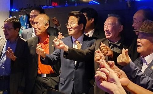 정동영 대표와 강연 참석자들 (시드니=연합뉴스) 정동철 통신원