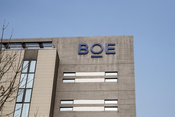 중국발 디스플레이 물량 공세의 최전선에 있는 BOE 베이징 본사 전경. BOE는 지난해 10.5세대 LCD 생산라인을 가동한 데 이어 올해도 추가 라인 가동을 예고하고 있다. /블룸버그