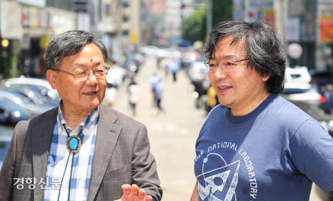 24일 서울 서초동에서 고토 마사시 일본 원전 엔지니어(왼쪽)와 저술가인 마키타 히로시 전 고치공대 강사가 경향신문과 인터뷰를 하고 있다.  이준헌 기자 ifwedont@kyunghyang.com