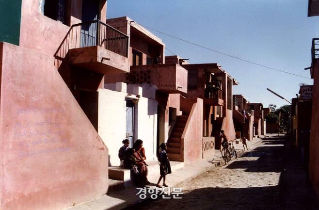 인도 건축가 발크리슈나 도시(2018 프리츠커  상 수상)가 설계한 아라냐 공동주택. (인도 인도르) / 프리츠커위원회 홈페이지 www.pritzkerprize.com