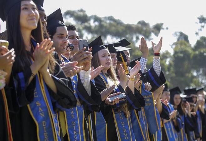 미국의 대학들이 기존의 경영대학원 석사(MBA)과정을 앞다퉈 없애고 있다. /사진=AFP