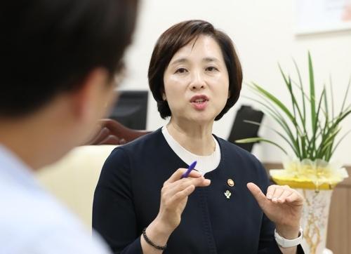 유은혜 부총리 겸 교육부장관이 5일 정부서울청사에서 연합뉴스와 인터뷰를 하고 있다.