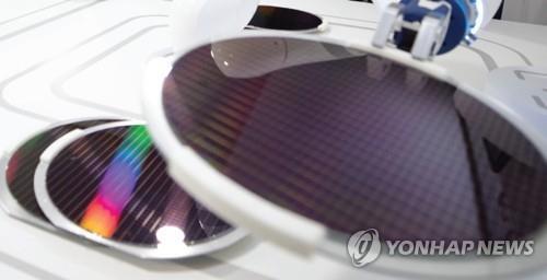일본이 수출규제 품목으로 올린 반도체 '리지스트' [삼성전자 제공]