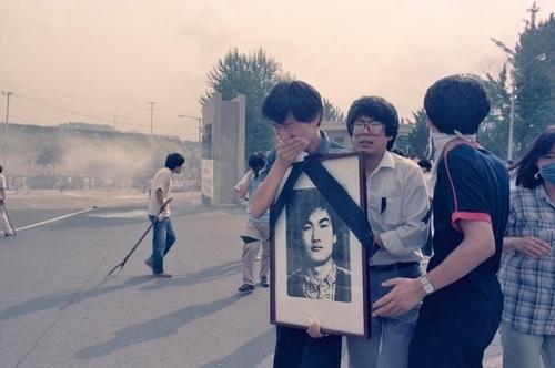 1987년 7월8일 시위에 참가한 우상호 의원 등 당시 학생들 [주리시 교수 촬영·이한열기념사업회 제공]
