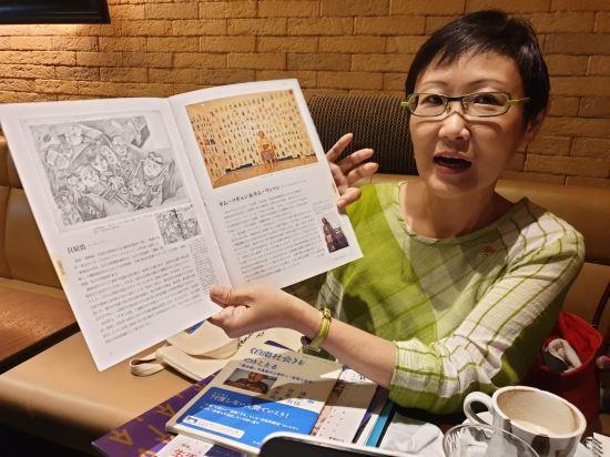 오카모토 유카씨가 지난 21일 일본 도쿄의 한 카페에서 '표현의 부자유전'에 전시했던 평화의 소녀상에 대해 설명하고 있다. 권중혁 기자