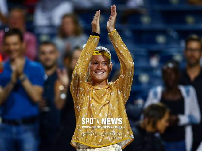 ▲ WTA 투어 로저스컵 8강전에서 시모나 할렙에게 기권승을 거둔 뒤 준결승에 진출한 마리 보주코바 ⓒ Gettyimages