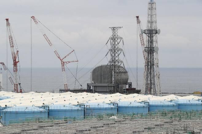 일본 후쿠시마 제1원자력발전소 부지 내의 방사성 오염수 저장 탱크./사진=AFP.