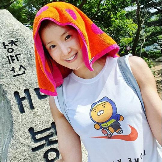 등산하는 이시영(사진=이시영 인스타그램)