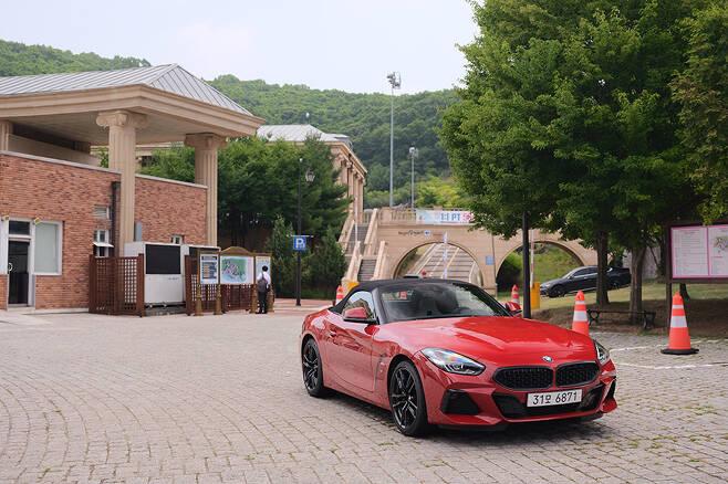 BMW Z4와 함께 경기도 파주의 체인지업 캠퍼스를 찾았다.