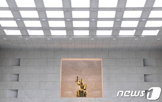 서울 서초구 대법원 안 정의의 여신상. © News1 신웅수 기자