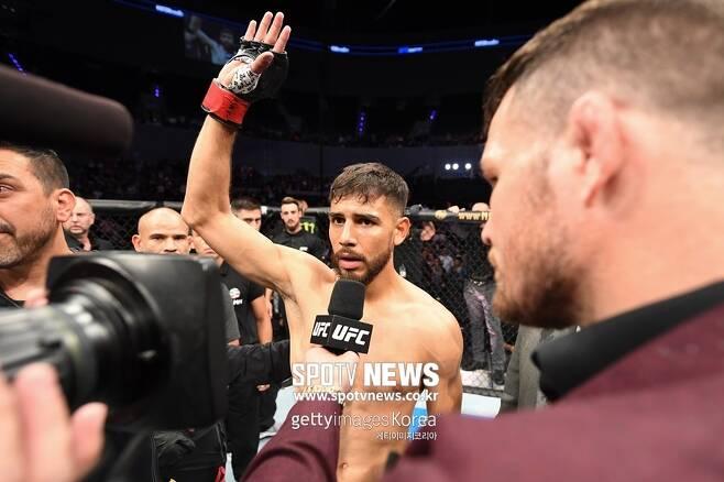 ▲ 22일(한국시간) 멕시코에 있는 멕시코시티 아레나에서 열린 UFC 파이트 나이트 159 메인이벤트가 야이르 로드리게스의 눈 찌르기 반칙으로 15초 만에 노콘테스트(무효)로 선언됐다.