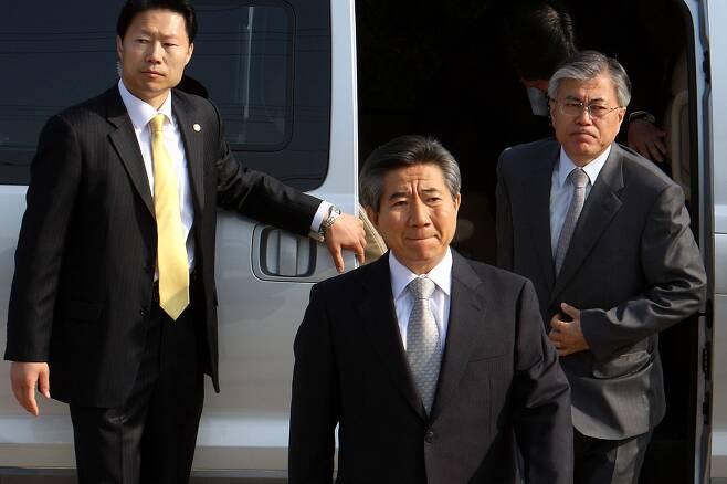 ⓒ시사IN 포토2009년 4월30일 노무현 전 대통령이검찰에 출두하기 위해 집을 나서고 있다.