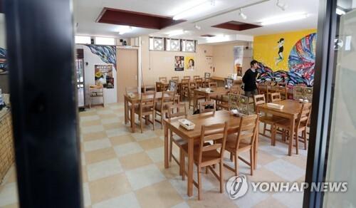 손님 없는 대마도 라면집 [연합뉴스 자료사진]
