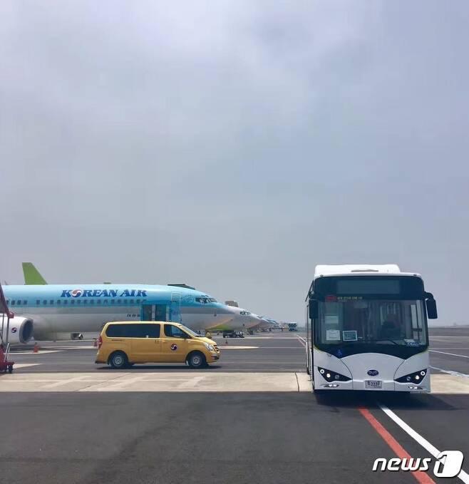제주공항에 국내 최초 BYD 전기램프버스 공급된다. © News1
