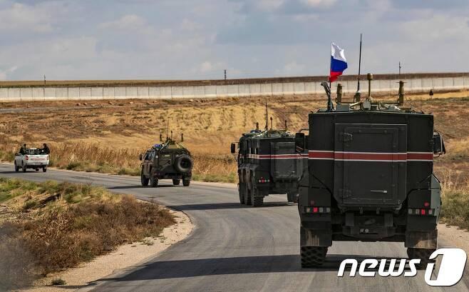 시리아 접경지서 순찰중인 러시아군. © AFP=뉴스1