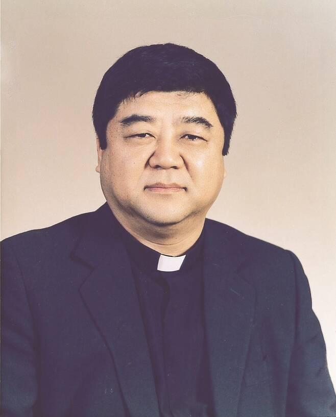 """1990년대 학생운동 세력이던 """"주사파(主思派)"""" 배후에 김정일 북한 국방위원장이 있다고 주장해 파문을 일으켰던 박홍 전 서강대 총장이 9일 선종했다. 향년 78세. [예수회 제공] 연합뉴스"""