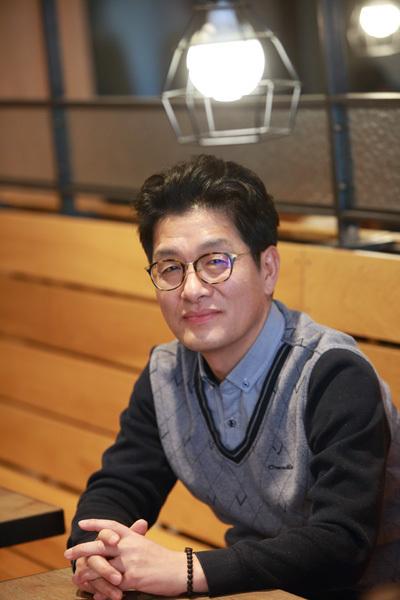 14일 개봉한 다큐멘터리 영화 '삽질'을 연출한 김병기 감독. 2006년 시작해 12년간 이은 추적의 기록을 통해 4대강 사업의 실체를 관객에 전한다. 사진제공 오마이뉴스