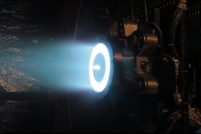 AEPS의 연소 테스트 사진. 사진=Aerojet Rocketdyne