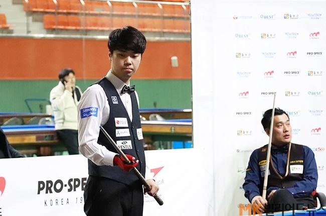 김행직은 결승에서 4차례만 공타를 기록하며 18이닝만에 경기를 끝냈다. 김행직이 결승전에서 샷을 준비하고 있다.