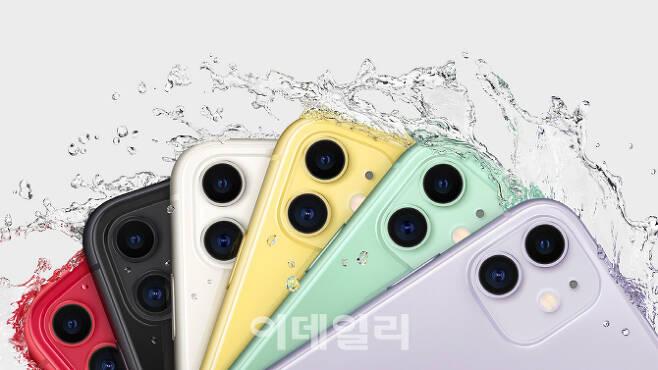 아이폰 11 시리즈의 기본 모델인 아이폰11. 듀얼 카메라를 탑재했으며 트렌디한 색상으로 젋은층을 겨냥했다. (사진= 애플 코리아)