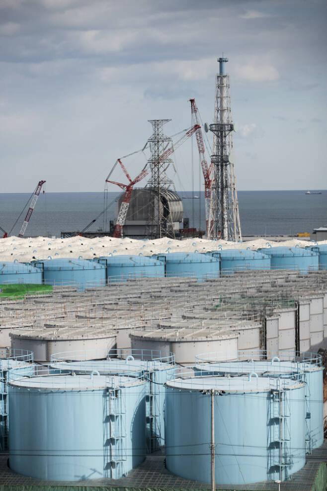△후쿠시마 원전 사고로 방출된 오염수를 한차례 처리한 물을 보관하는 탱크 [사진=AFP제공]