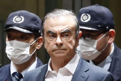 2019년 4월 25일 카를로스 곤 전 닛산 회장이 법원으로부터 보석을 허가받아 도쿄구치소에서 풀려나고 있다. [교도=연합뉴스 자료사진]